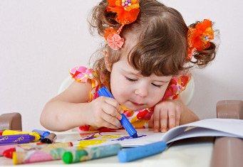 Дети без рук рисует