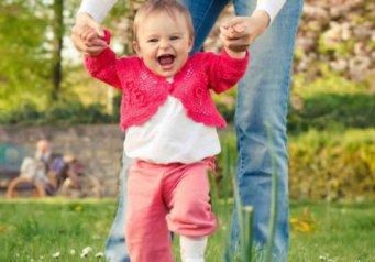 Во сколько дети начинают ходить, ребенок пошел в 8 месяцев вертеть