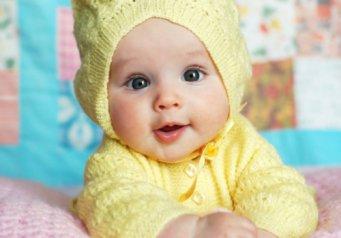 почему ребенок срыгивает свернутым молоком